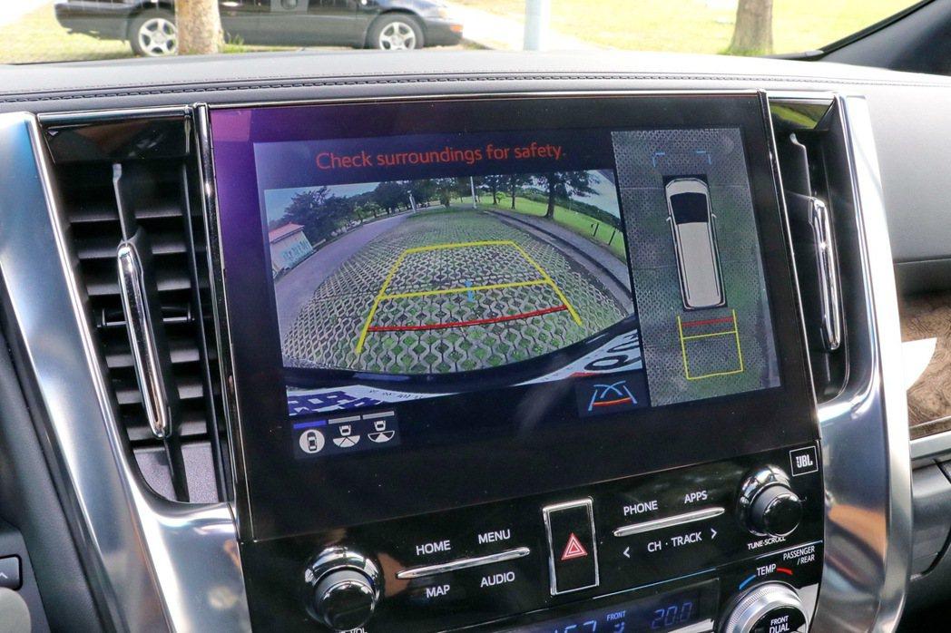 首次搭載PVM環景影像輔助系統。 記者陳威任/攝影