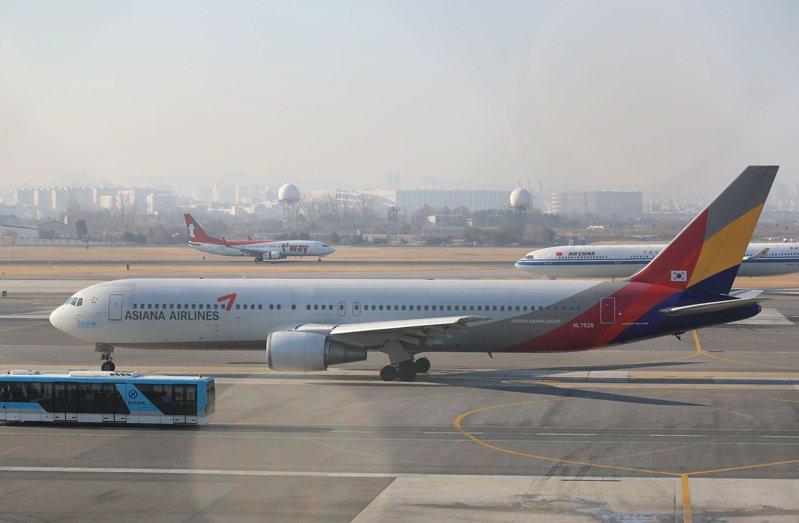 韓亞航空員工也將放無薪假。歐新社