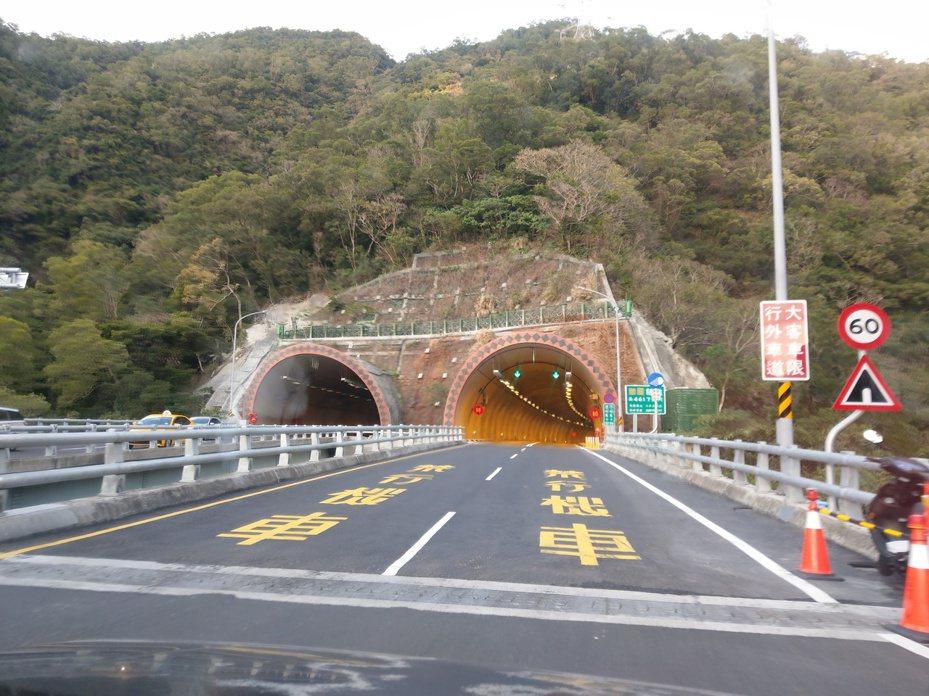 北上屏東端往台東方向隧道內實施固定式測速,至今開出1千多張罰單,今年6月區間測速也將上路。記者尤聰光/攝影