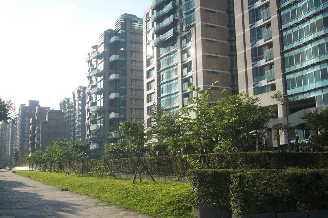 帝景水花園為當地知名豪宅。記者游智文/攝影