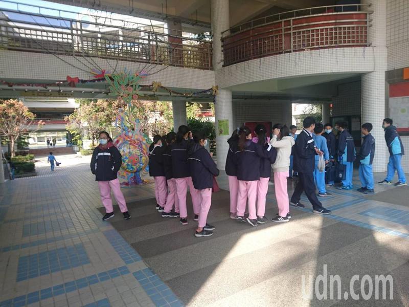 台南市因應開學延期,暑假也延後,代理教師聘期也延長。記者鄭惠仁/攝影
