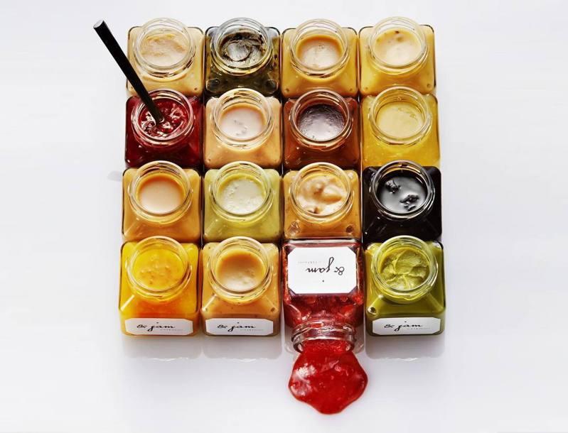 「嵜」吐司提供有16種不同風味的抹醬。圖/取自高級食パン専門店 嵜本粉絲頁
