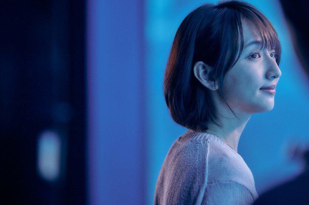 柯佳嬿坦言:「想見你」分飾多角太痛苦,靠「你的情歌」治療身心。圖/甲上提供