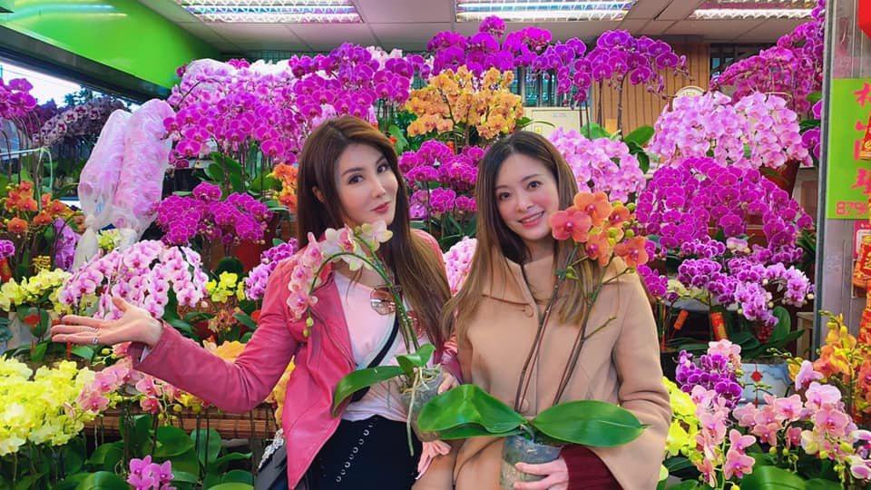 楊麗菁(左)和劉真情同姊妹。圖/摘自臉書