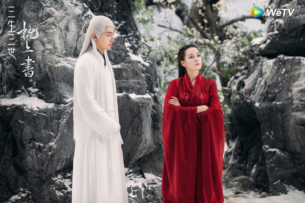 迪麗熱巴(右)在「三生三世枕上書」戲中與高偉光「鳳東CP」動人。圖/WeTV提供