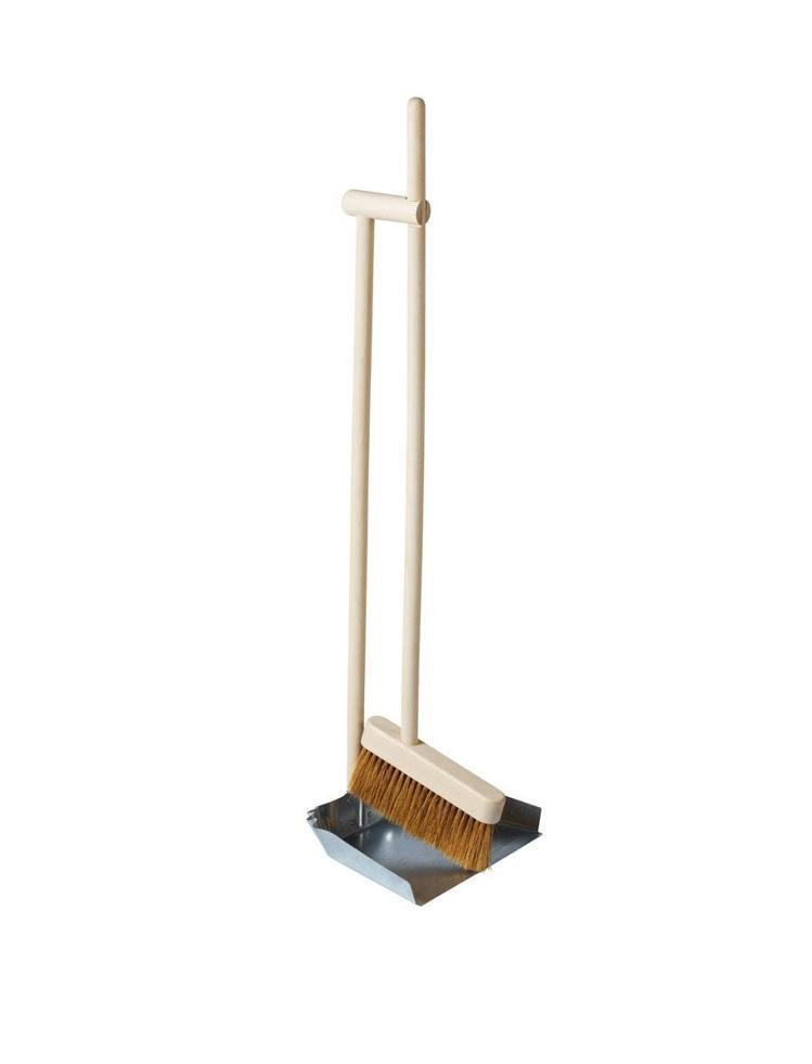 IKEA BORSTAD畚箕掃把組,售價649元。圖/IKEA提供