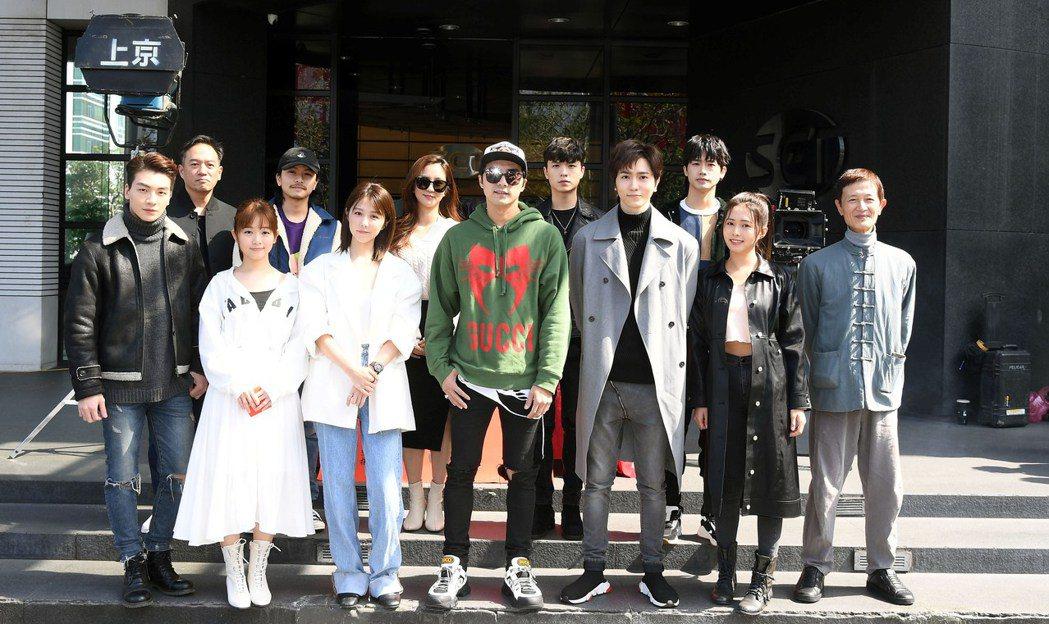 三立新華劇「天巡者」昨天開鏡,賀軍翔(中)隔六年重返台劇  圖/三立提供