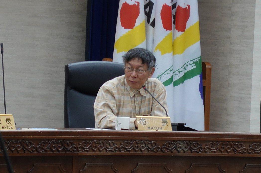台北市長柯文哲今下午主持公安督導會報時,卻在會中憂心忡忡表示,最近大家都在搶購酒...