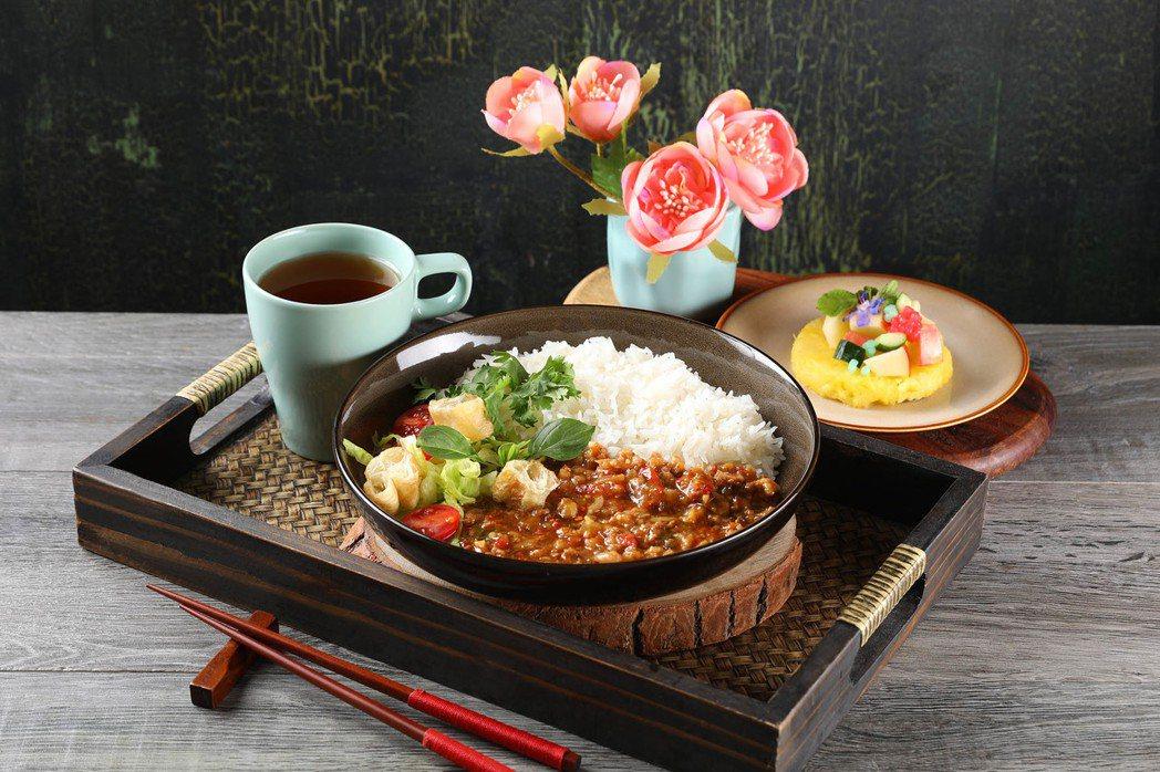 Asia 49泰式香辣打拋豬燴飯套餐199元。  圖/Mega 50提供