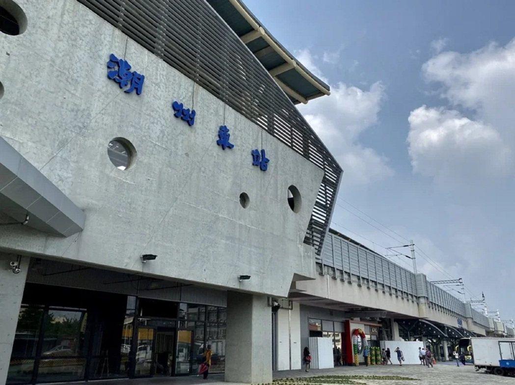 台鐵潮州站今年建站百年,圖為潮州站目前的現代化外觀。圖/本報資料照片