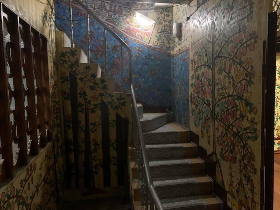 李姓屋主屋裡作畫,從一樓到三樓都有。圖/于姓民眾提供