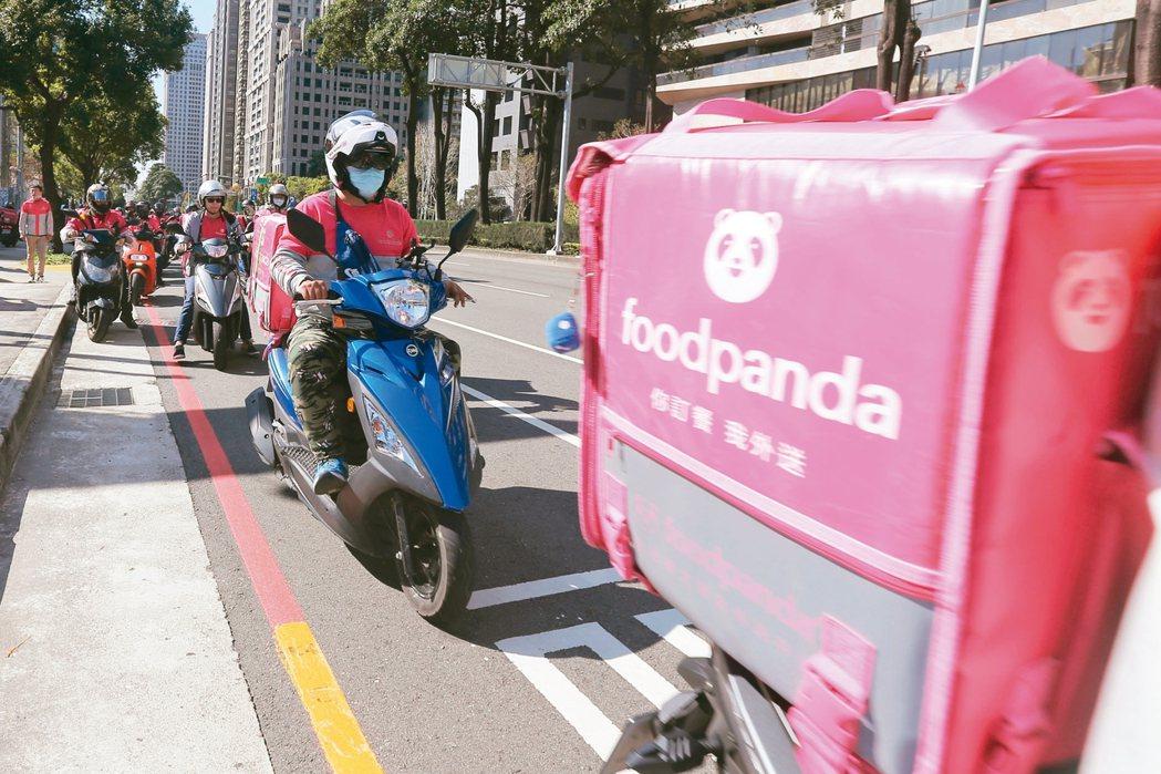 全台最大即時外送平台foodpanda 推出主打生鮮雜貨外送服務的「熊貓商城」正...