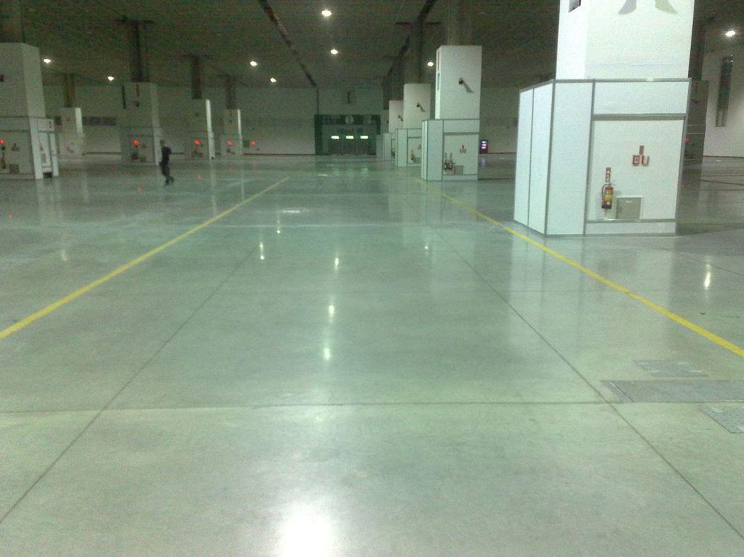 南港展覽館採用鋰晶硬化地坪工程實績 展熤公司/提供