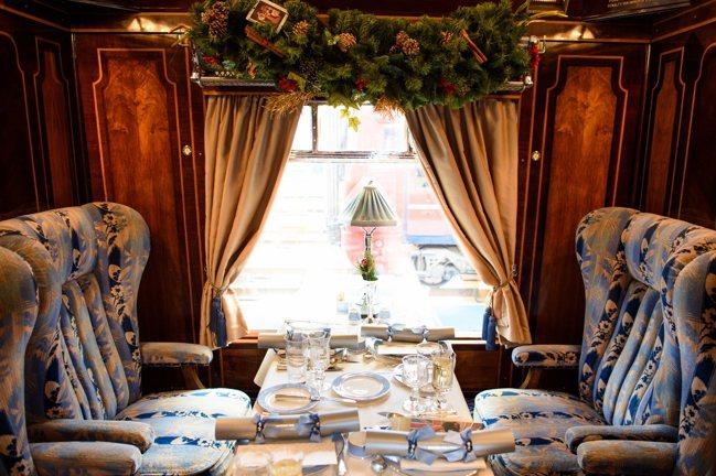 途中,賓客將在經典古董車廂內享受舒適和奢華。 BELMOND提供