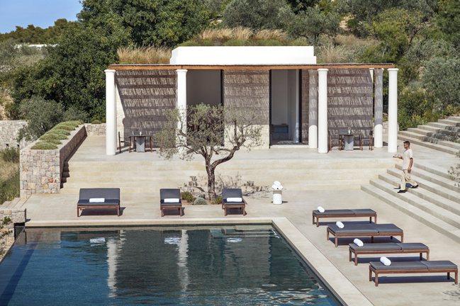 Amanzoe設有單臥至九臥不同規格的別墅,每棟別墅四周均被橄欖樹環繞著。 安縵...