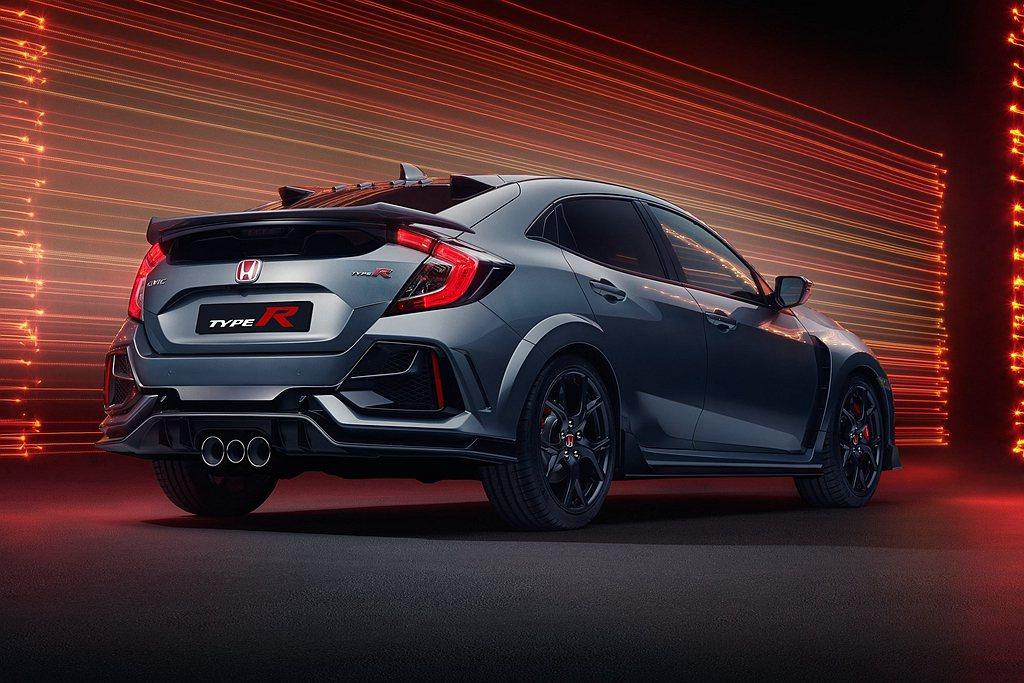 Honda Civic Type R Sport Line尾翼變小,車身下緣改用...