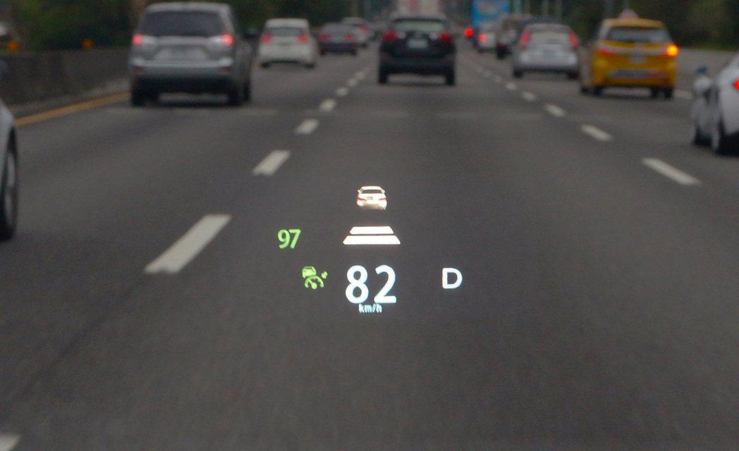 LUXGEN URX的ACC在控制車輛加減速的設定具有一定水準。 記者趙駿宏/攝...