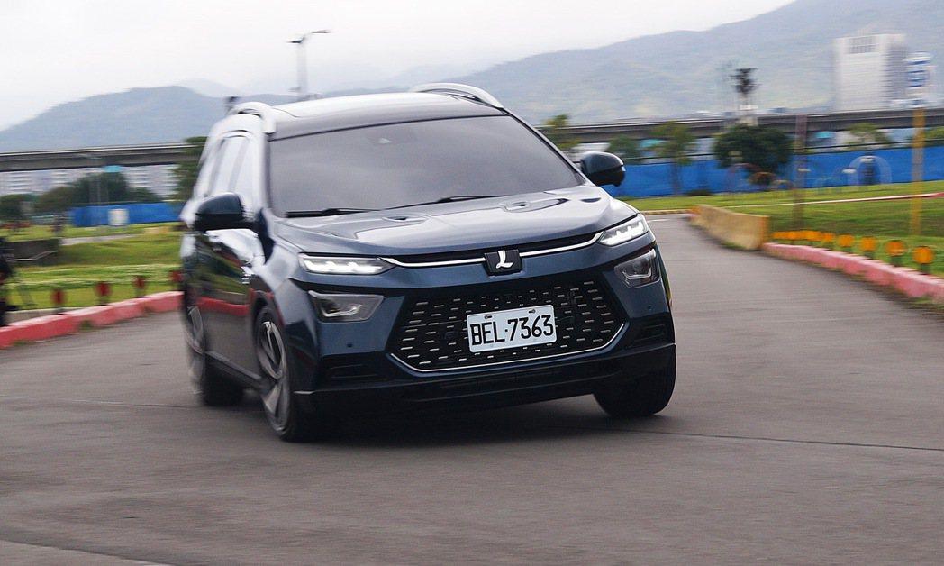 URX的動態表現頗具歐系車味道。 記者趙駿宏/攝影