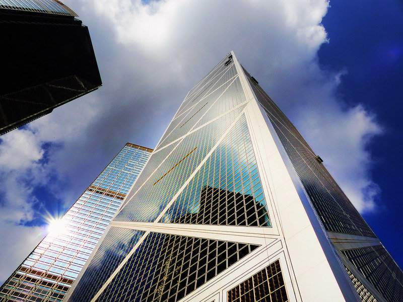由於病毒債券的低利率無法吸引一般投資大眾,官股銀行成為最大的買家(圖為中國銀行)。(Photo by Bernard Spragg via Flickr)