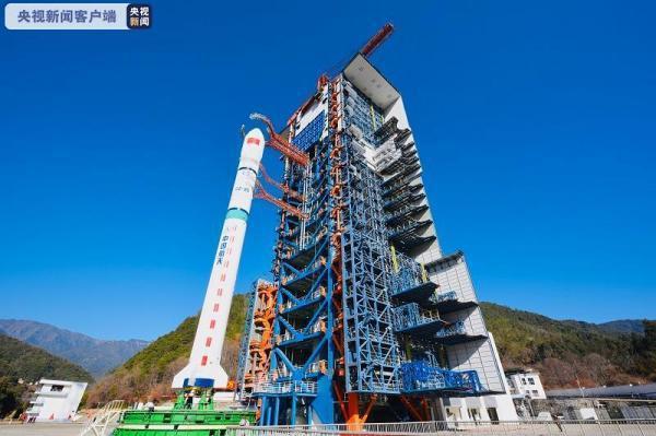大陸採取一箭四星方式,成功將新技術試驗衛星C星、D星、E星、F星發射升空。圖:央視畫面