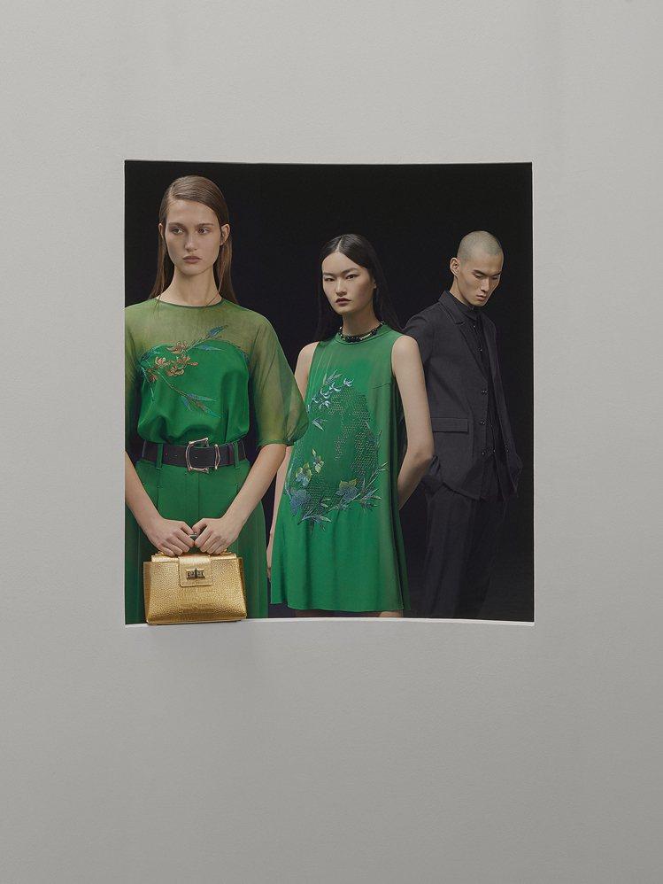 深淺調性的綠色系比喻春日生機,將西式輪廓融入經典夏姿絲緞、雪紗之中。圖/SHIA...