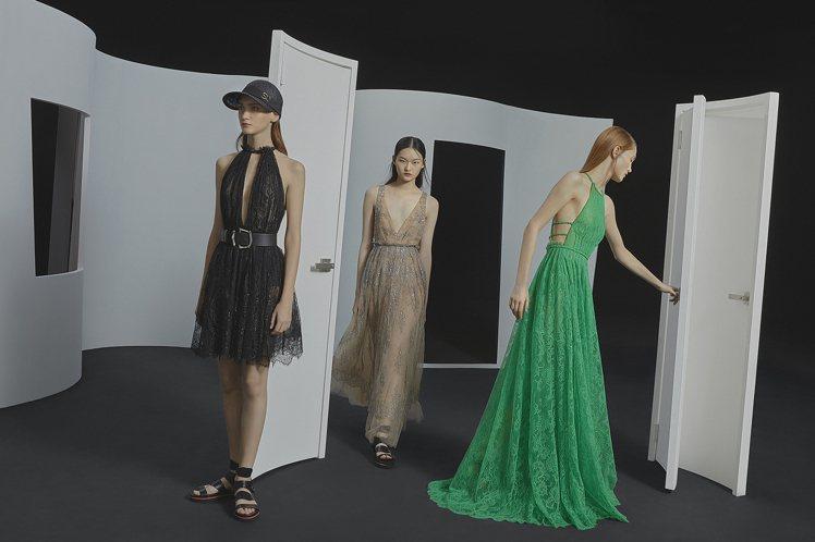 法國Solstiss蕾絲縫製而成的禮服帶有細緻的金蔥光澤,收腰露背展現高雅姿態。...