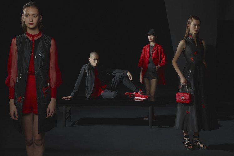 夏姿經典的黑紅配色,運用易塑形的棉麻、絲綢,和具有垂墜度的雪紗、蕾絲、網紗,帶來...