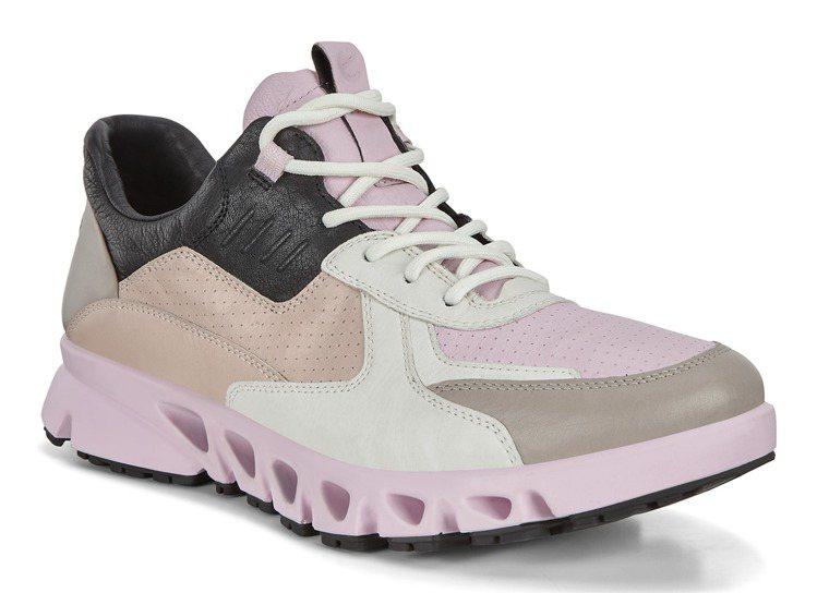 Ecco MULTI-VENT翱翔系列鞋款8,380元。圖/Ecco提供