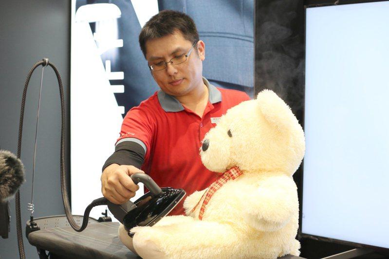 LAURASTAR頂級高壓熨燙系統的高壓蒸汽,能有效殺死細菌、真菌及塵蟎。圖/全國電子提供
