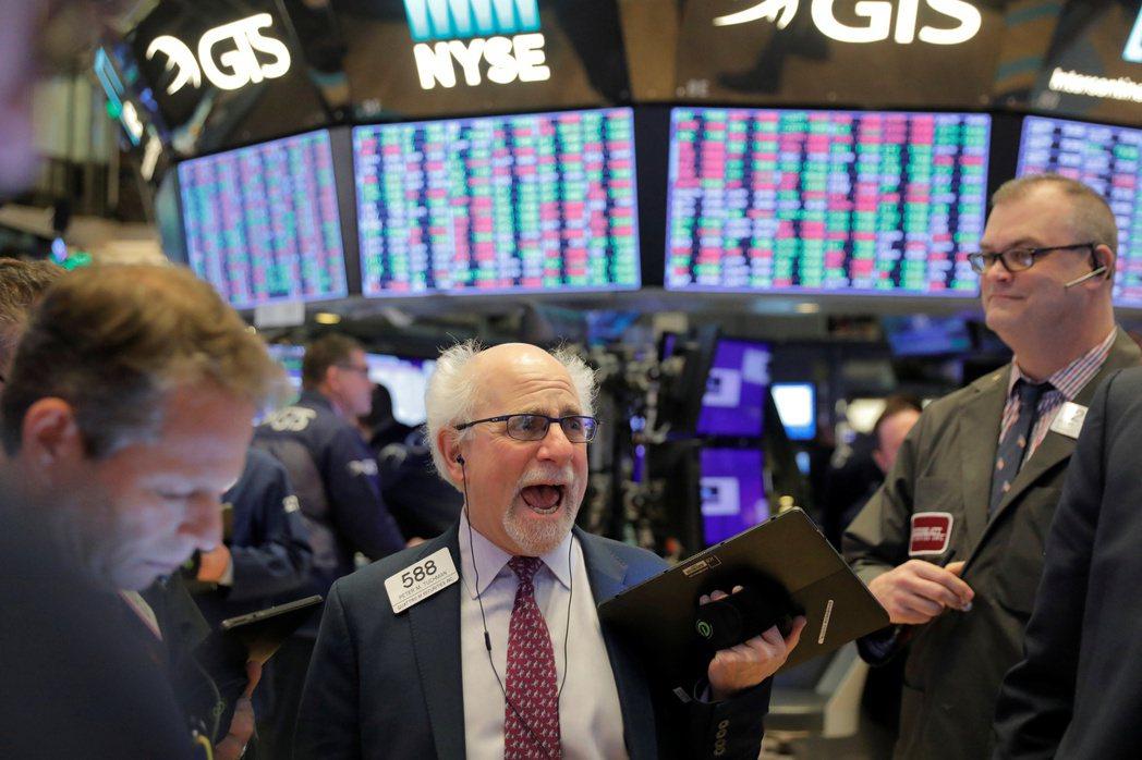 美國股、債、匯市從開年來維持低波動上漲,在全球資產中表現一枝獨秀。(圖/路透)