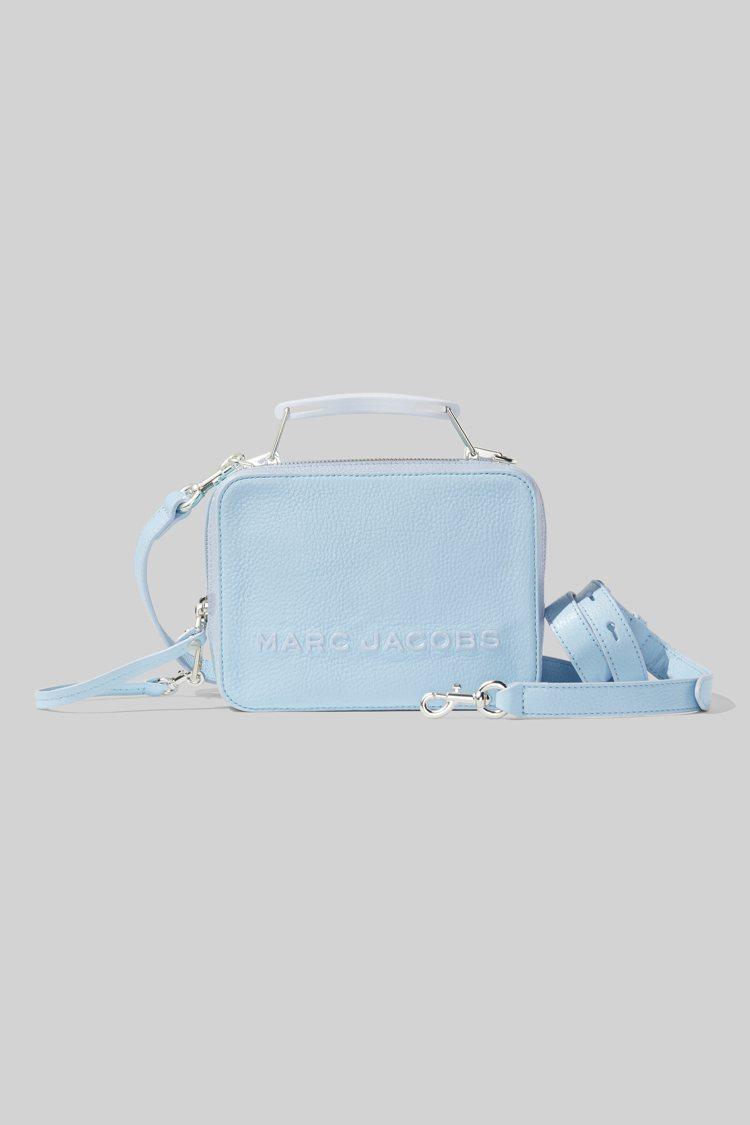天空藍The Box包款,16,900元。圖/Marc Jacobs提供
