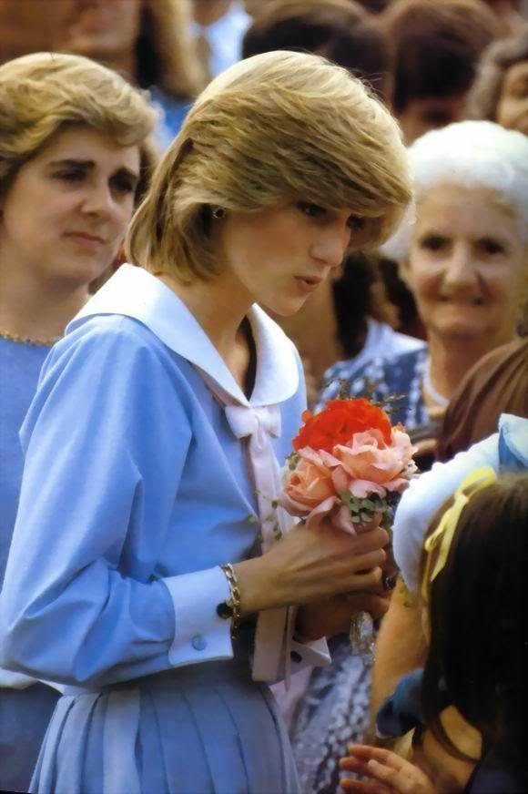 黛安娜王妃以前經常穿天空藍色調的服裝。圖/摘自Pinterest