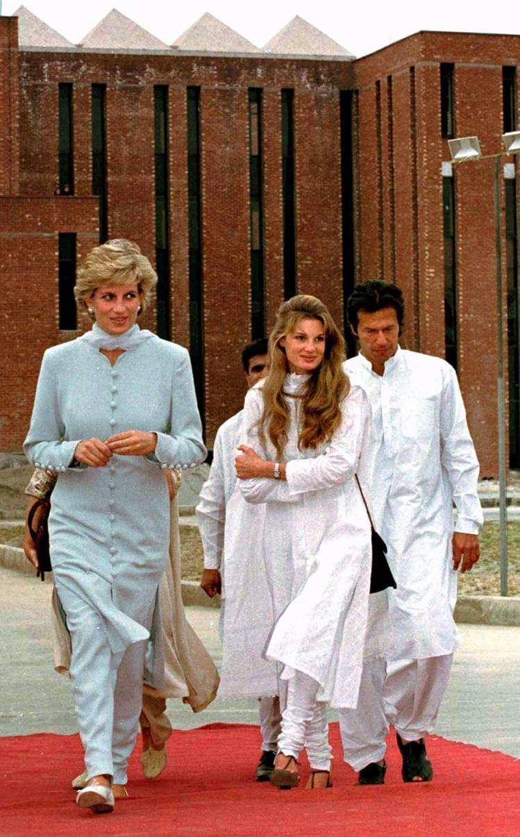 黛安娜王妃以前經常穿天空藍色調的服裝。圖/達志影像
