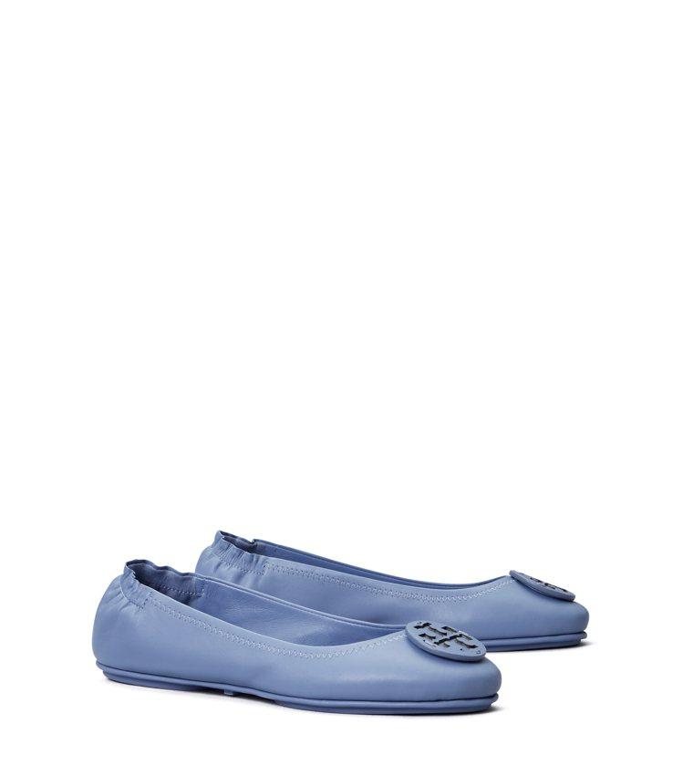 天空藍摺疊娃娃鞋,9,990元。圖/Tory Burch提供