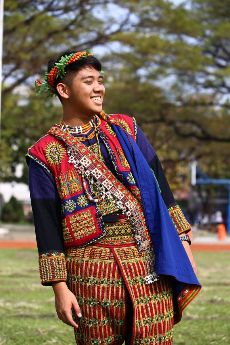 義守大學醫學系一年級學生陳奕宏熱愛文學,獲得第二屆vusam文學獎的新詩組冠軍與散文組亞軍。記者徐白櫻/翻攝