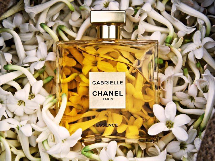 香奈兒嘉柏麗琉金香水,以晚香玉,喚醒女性的自信與美麗。圖/香奈兒提供