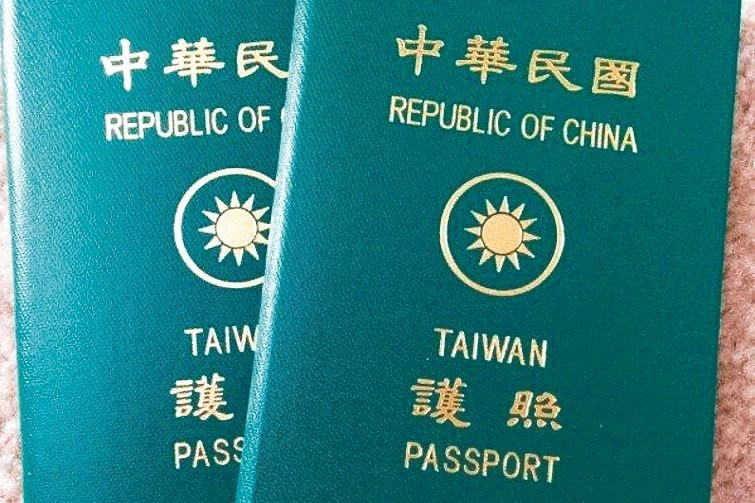 從我國護照上,無法辨識有無進出中國大陸紀錄。圖/聯合報系資料照片