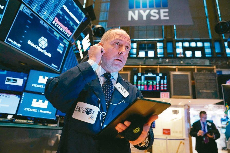 美國股、債、匯市從開年來持續穩步走高,在全球資產中表現一枝獨秀。 路透
