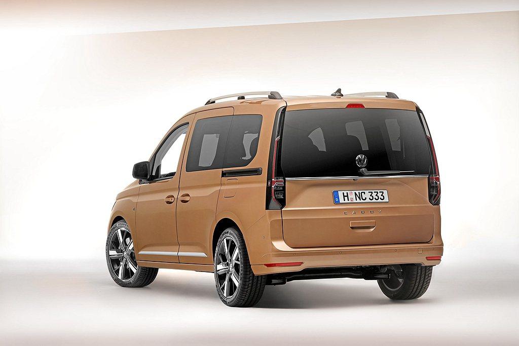 大改款福斯商旅Caddy外觀造型更趨近於乘用車,後懸吊系也從現行的葉片彈簧,進化...