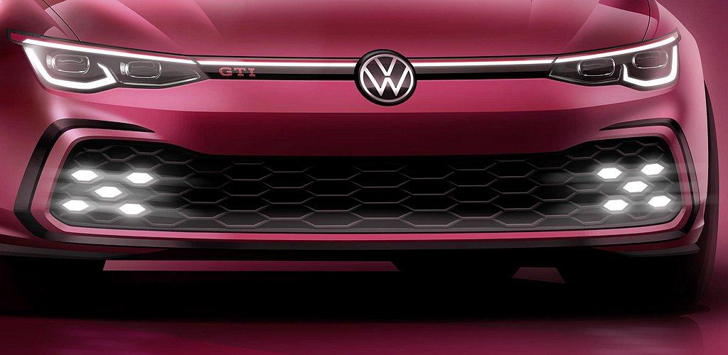 全新福斯Golf GTI車頭保留既有辨識元素,如水箱護罩上搶眼的紅色線條,車頭左...