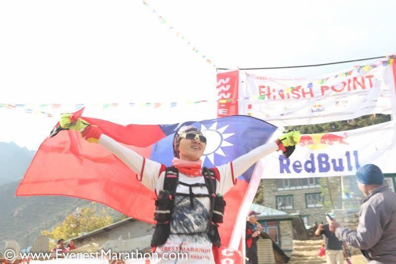 陸承蔚是台灣首位成功挑戰聖母峰馬拉松的女跑者。 圖/聖母峰馬拉松官網