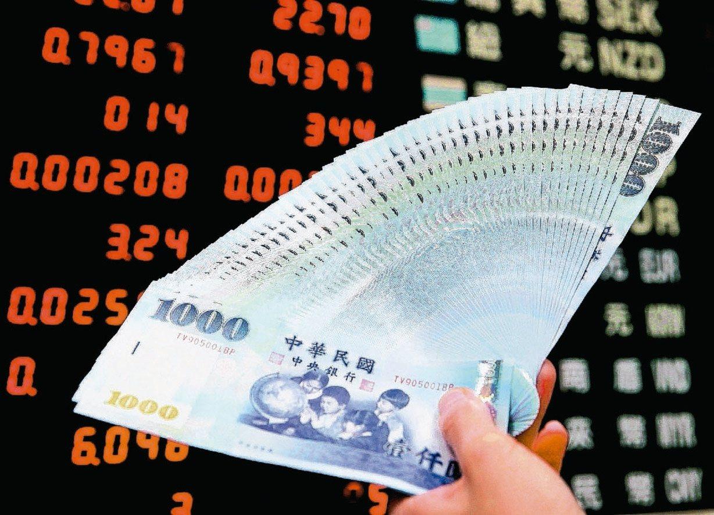 股票市場中可區分為兩大類,一種是積極型投資人,買股票賺價差,低買高賣;另一種人是...