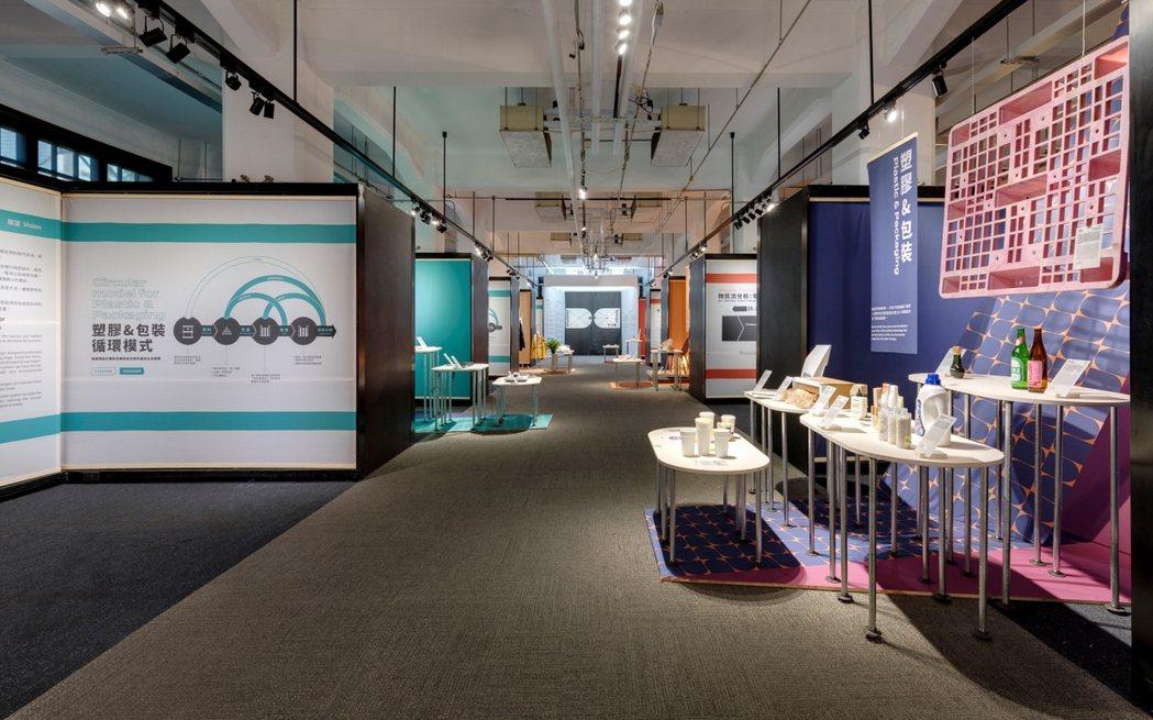 展場以左右對照的說明,說明設計如何改變現有痛點,在經濟發展與環境永續間達成平衡。...