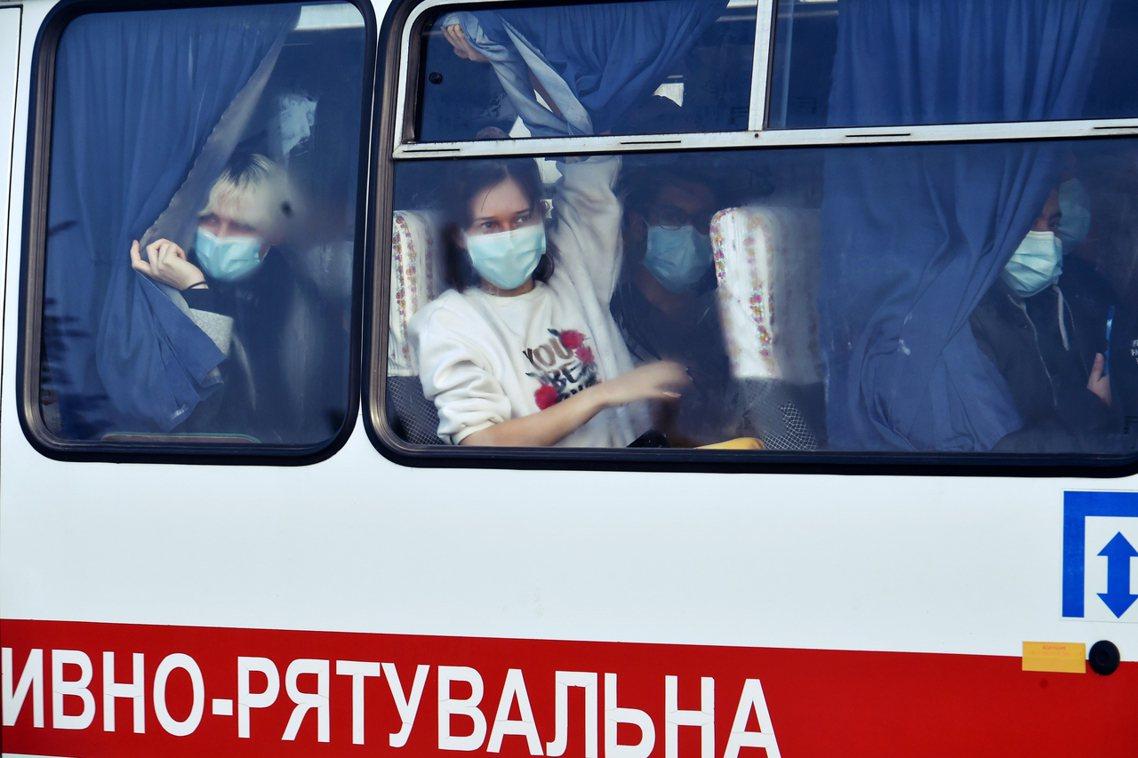 「撤離的僑民們,難道不是烏克蘭的手足同胞嗎?每個人都有可能會生病,為什麼我們不能...