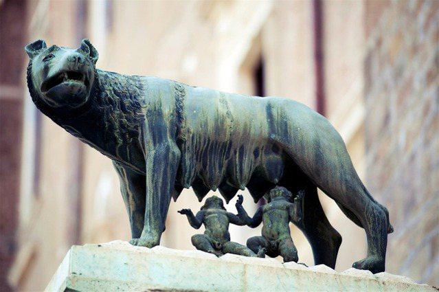 傳說中創健古羅馬城的神話英雄羅穆盧斯(Romulus),儘管他是否真實存在是個不...