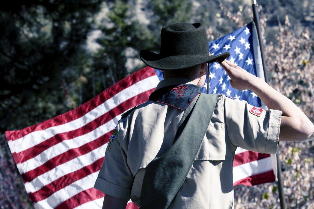 美國童軍是否想藉由法令減緩賠償責任與壓力?法令保護申請方的「資產」,是不是也使得...