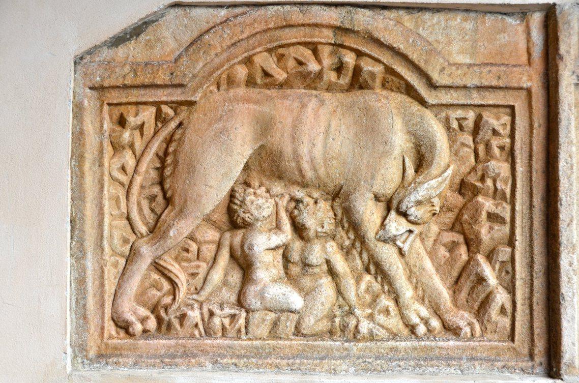 圖為不同形象的羅穆勒斯狼王傳說。羅穆盧斯的英雄傳奇,至今仍缺乏信而可徵的史料證據...