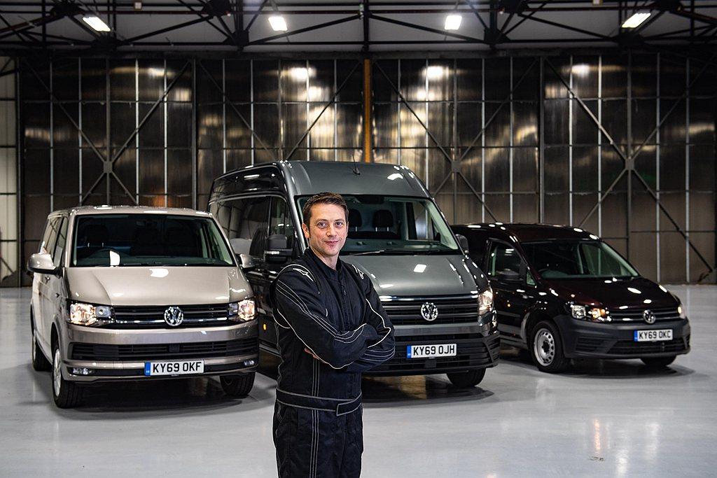 擁有9項金氏世界紀錄的英國特技車手Alastair Moffatt,以超短距離路...