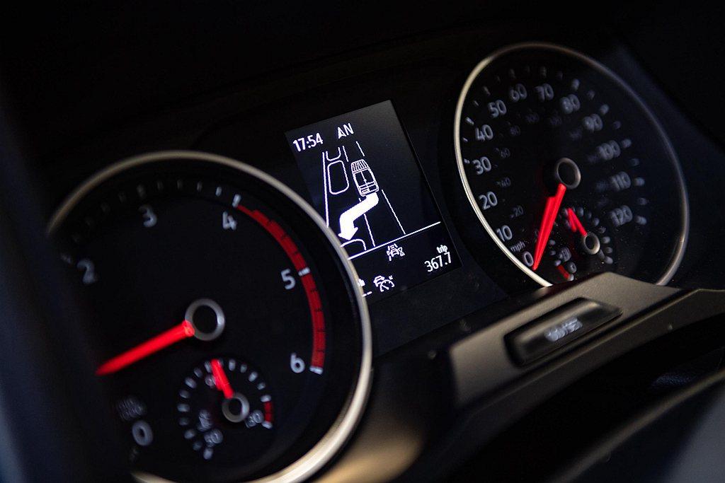英國福斯商旅分公司依數據指出因為違規停車被罰款金額,一年總累積高達2,400萬英...