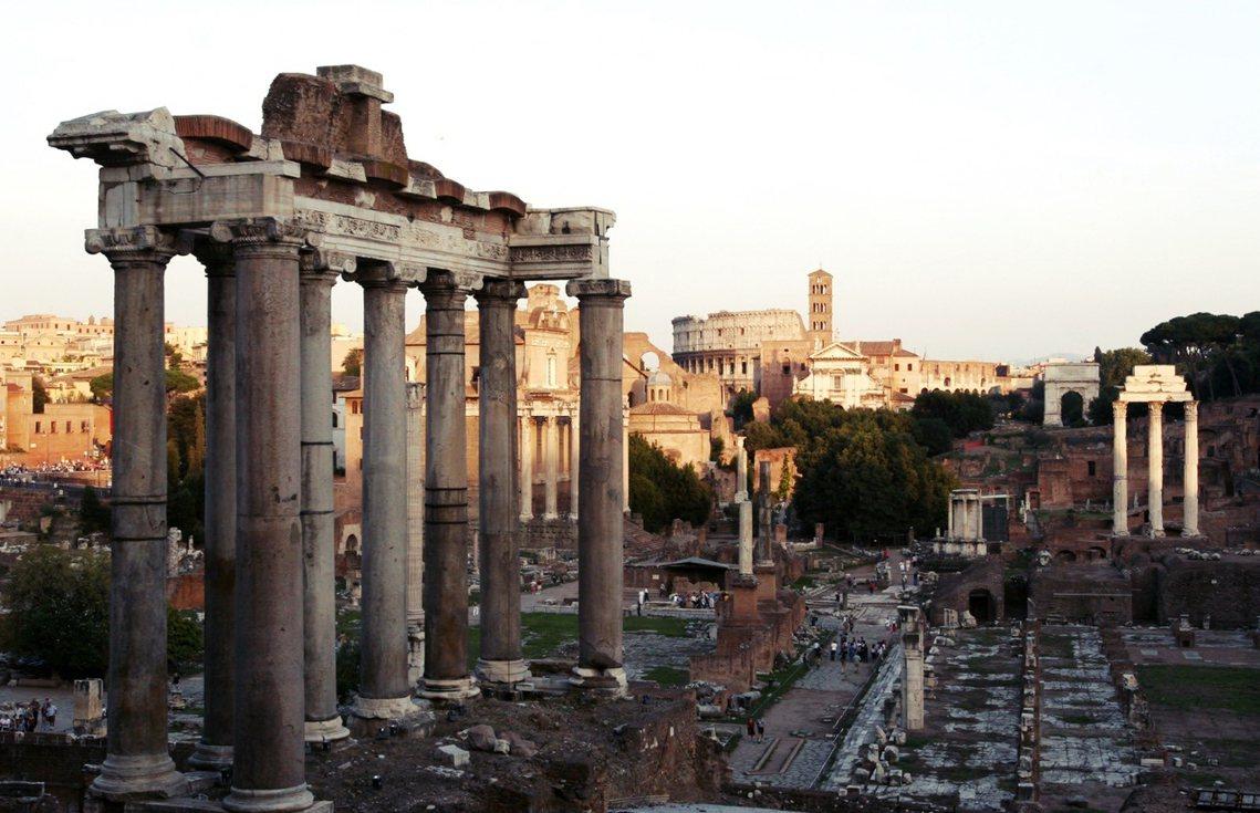 圖為羅馬市長拉吉(Virginia Raggi)在Twitter上貼出這次考古的...